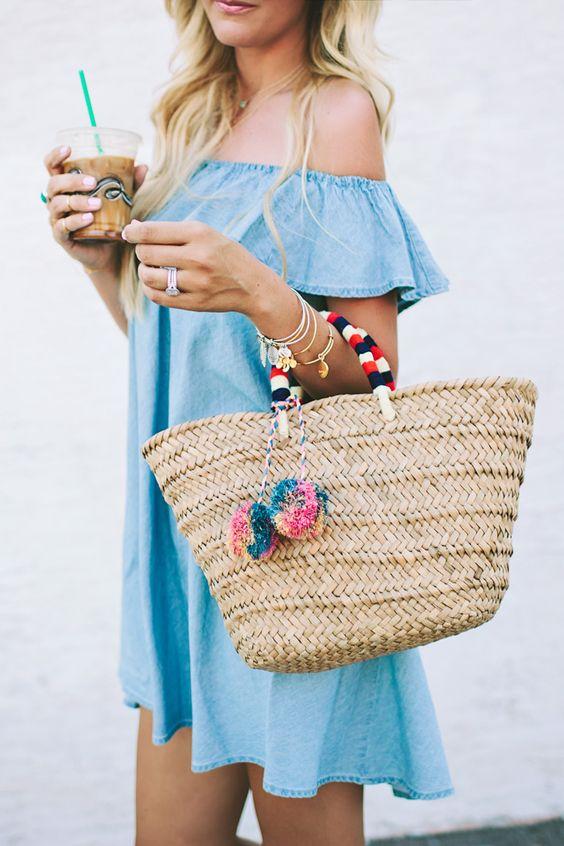 плетенная сумка и летнее платье